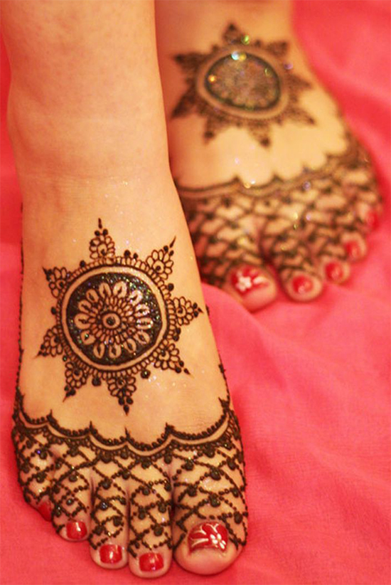 Bridal Round Mehendi Design For Feet