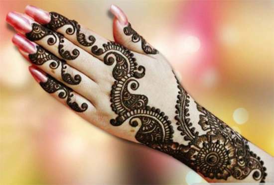 Chic And Stylish Mehendi Designs For Fingers