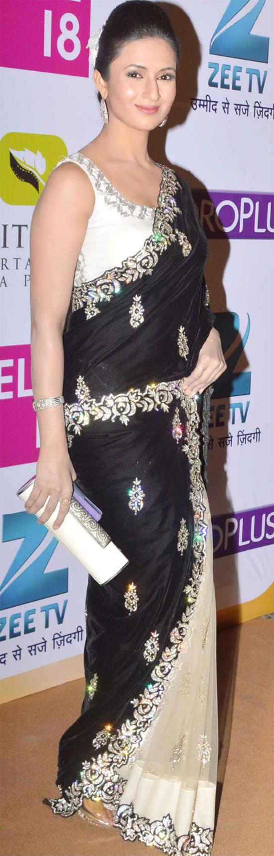 Divyanka Tripathi In Off White And Black Net Saree