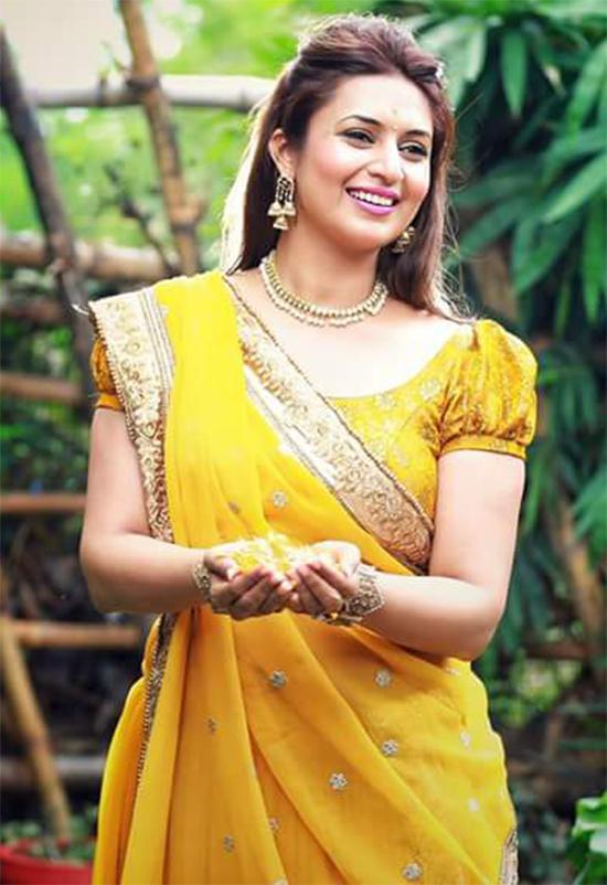 Divyanka Tripathi In Yellow Saree