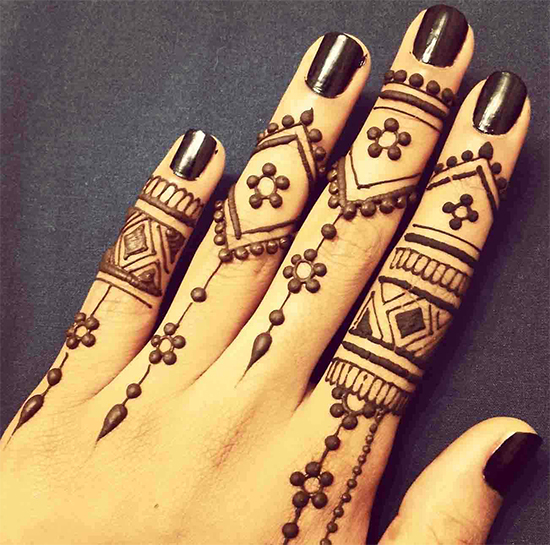 Embellished finger Look For Teenagers With Single Line Mehendi