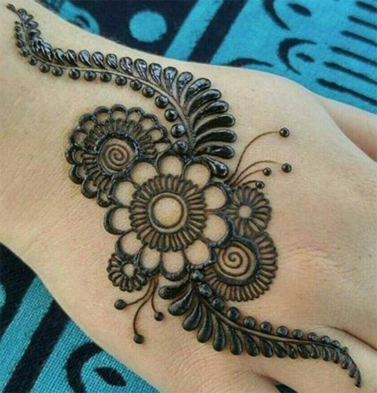 Flowery Round Art Mehendi Design