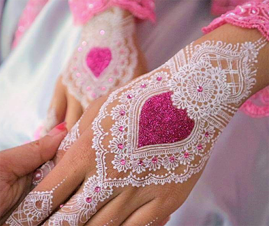 25 Simple And Stylish Glitter Mehndi Designs For Any Occasion