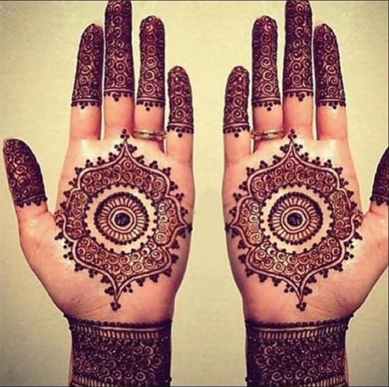 Mehendi Design For Karwa Chauth