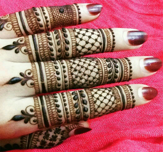Mesh Finger Mehendi Design