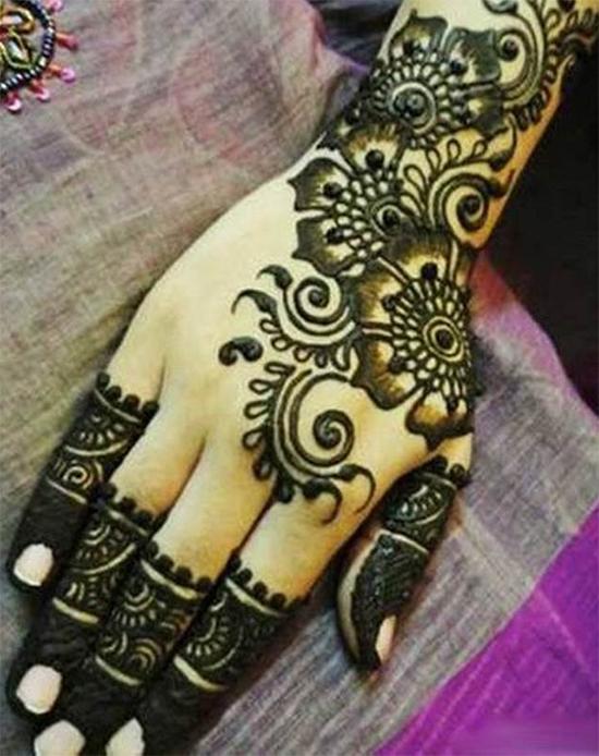 Pakistani Black Shaded Mehendi Design
