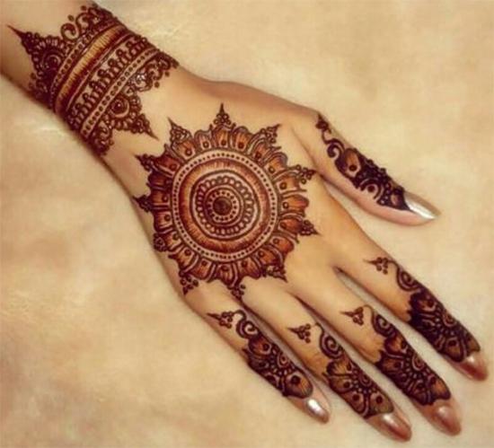 Round Tikki Mehendi Design