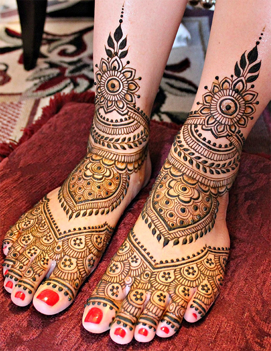 Special Mehandi Design on foots