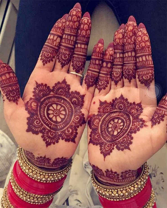 Traditional With Round Mehendi Design