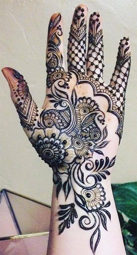 Very Nice Mehendi Design For Hand